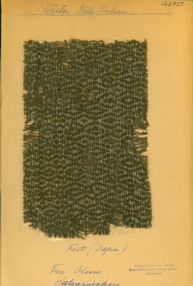 Anmärkningar: L; 230 B; 145 Vävprov av hårgarn och hampa i rosengång i färgerna grått och beigt. Tidigare ägd av fr Olsson, Halvarsviken Västerfärnebo. Insamlad och Skänkt av Olga Anderzon, Västra Bergsgatan 8 Västerås.