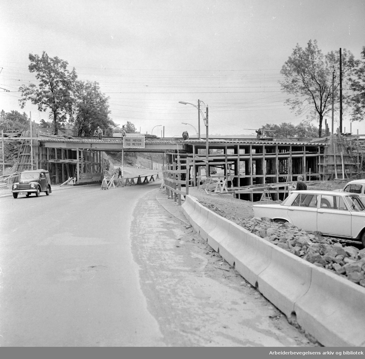 Ringveien. Utvidelse av brua ved Tåsen. Juni 1963