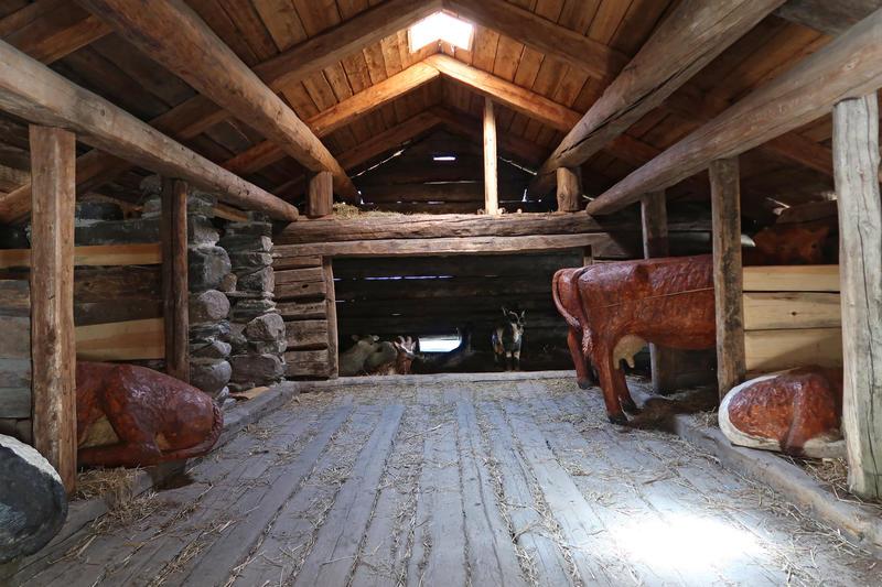 Fjøs fra Valle i Setesdal, Norsk Folkemuseum. Foto: Astrid Santa, Norsk Folkemuseum.