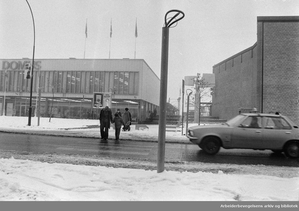 Lambertseter. Krysset, Cecilie Thoresens vei. November 1974