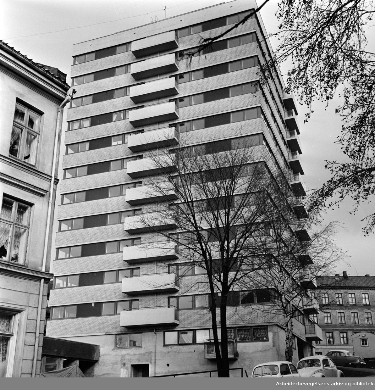 Hølandsgata 1. Norsk-Tsjekkoslovakisk Hjelpeforening og Studentskipnadens bygg for flyktninger og studenter..Oktober 1961