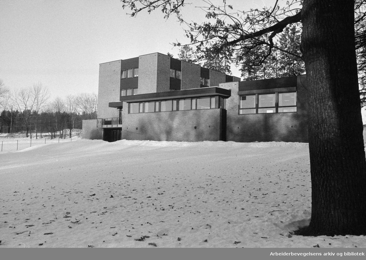 Gaustad Hjelpepleierskole. Desember1973