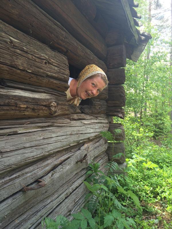 Kjerring på tunet, Liv i stuene (Foto/Photo)