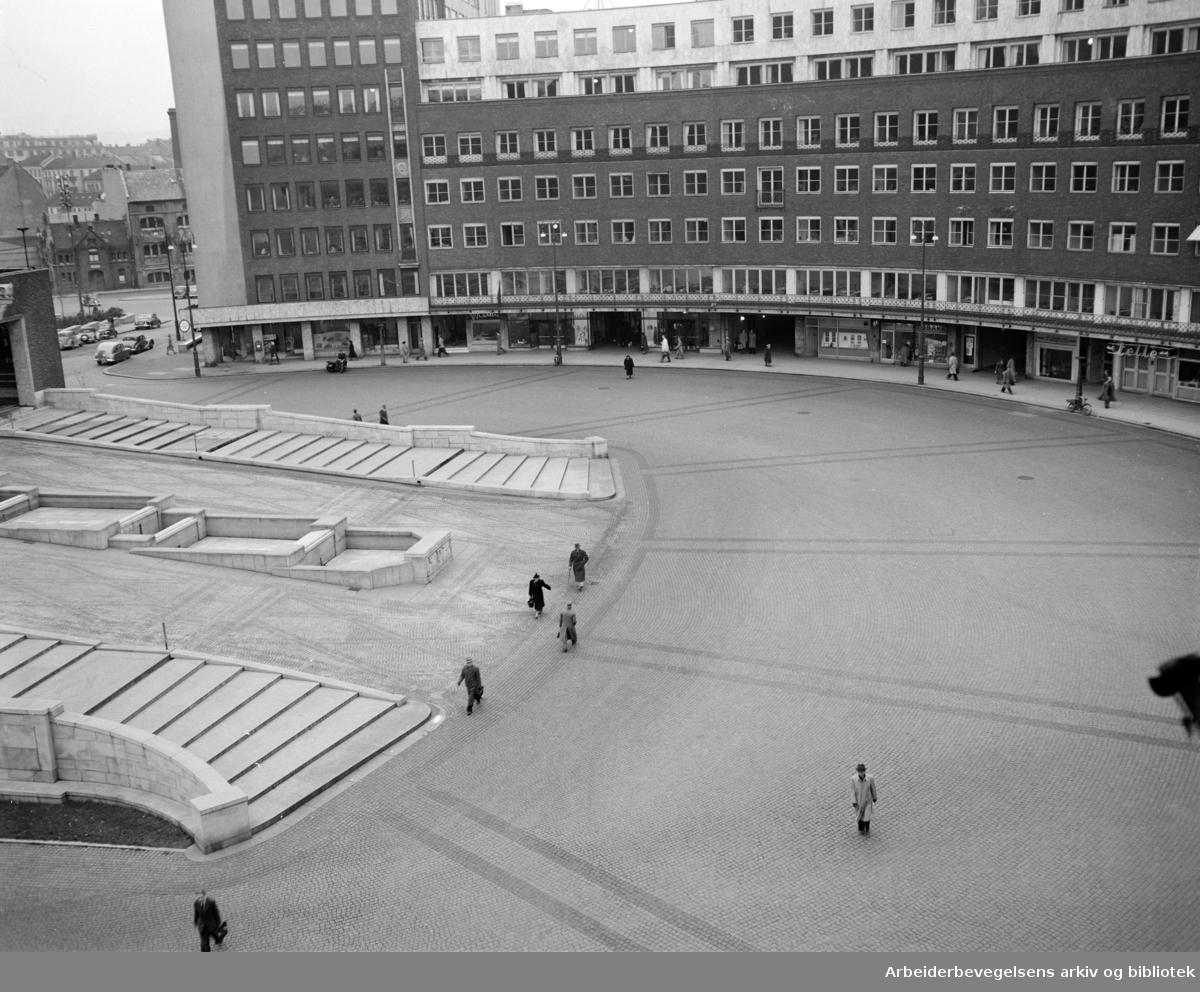 Fridtjof Nansens Plass. Oktober 1950