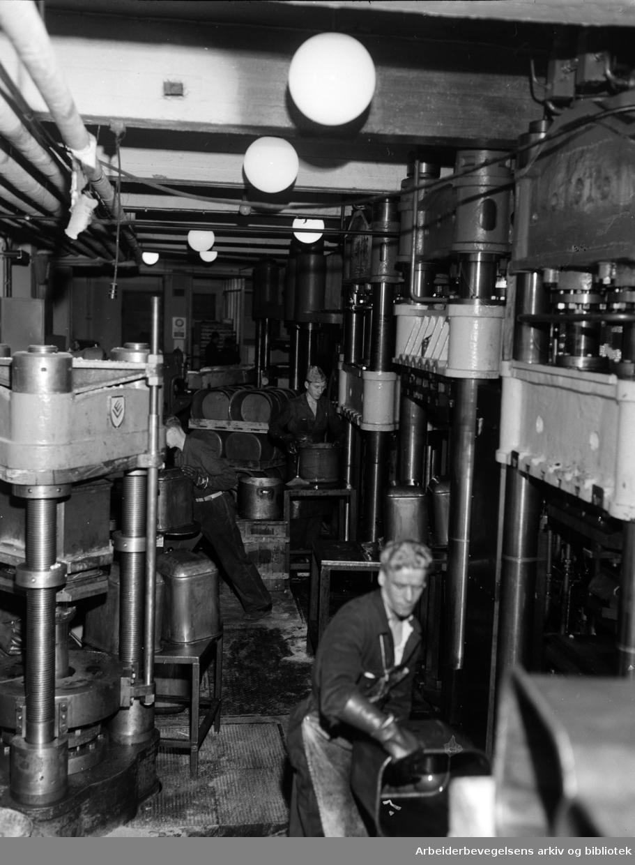Emaljeverket. Desember 1954