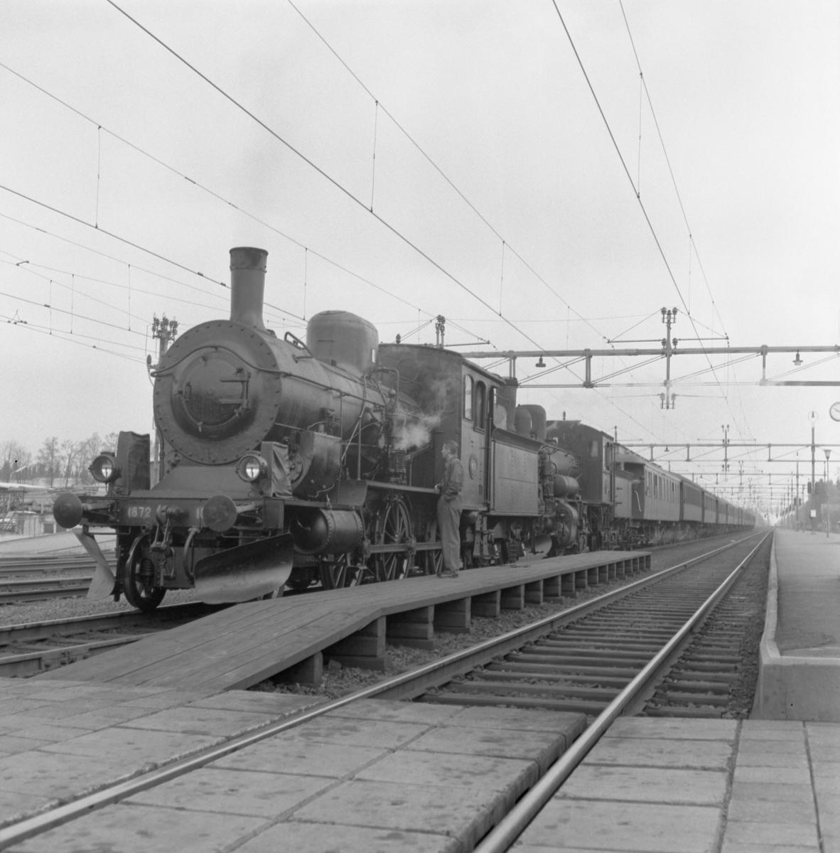 Statens Järnvägar, SJ L16 1872 + Statens Järnvägar, SJ L 818.
