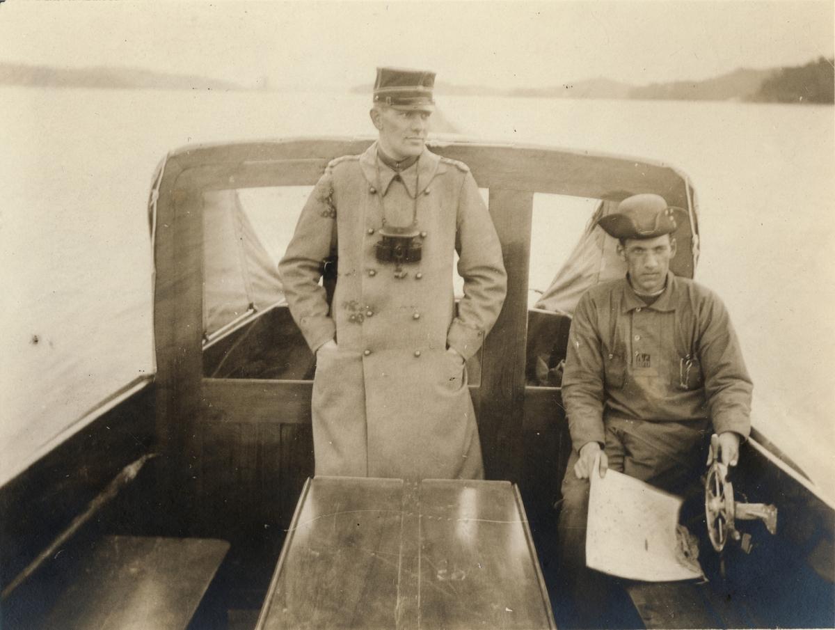 """Text i fotoalbum: """"Officersövningarna 1920. Kristian är förläggningstrupp!"""""""