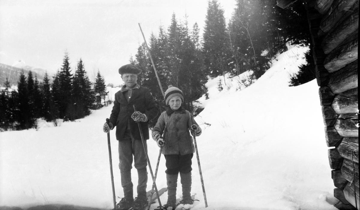 To gutter på skitur
