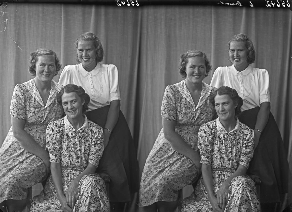 Gruppebilde. Familiegruppe på tre. Tre unge kvinner. Søstre. Bestilt av Frk. Idzol. Skåregt. 215