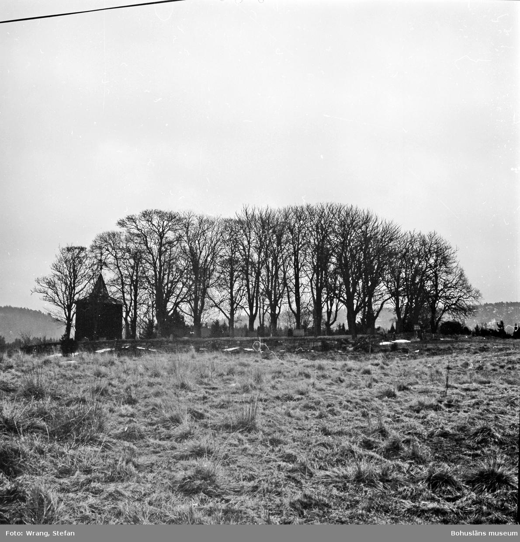 """Text till bilden: """"Lommelands gamla kyrkogård. Från väster""""."""