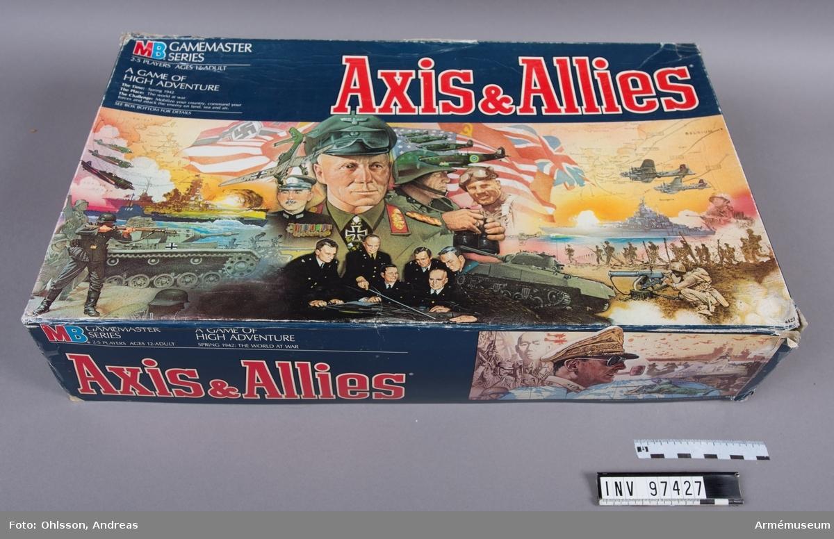 Spelet består av en utvikningsbar spelplan som föreställer en världskarta, en plastpåse med 6 vita och 6 röda tärningar, cirka 100 fiktiva sedlar i skilda valörer, sex frigolittråg med cirka 400 spelfigurer i form av soldater, fartyg, stridsvagnar, flygplan, byggnader med mera i brunt, grönt, beige, grått och vitt, samt några häften och kort med spelinstruktioner och tabeller.