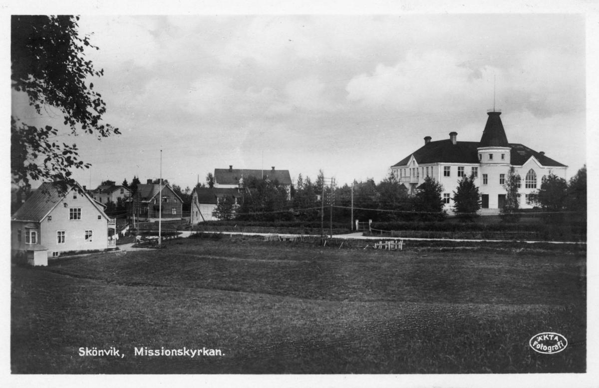 Vy med Missionskyrkan (till höger), Gångviken, Skönvik. Vykort.