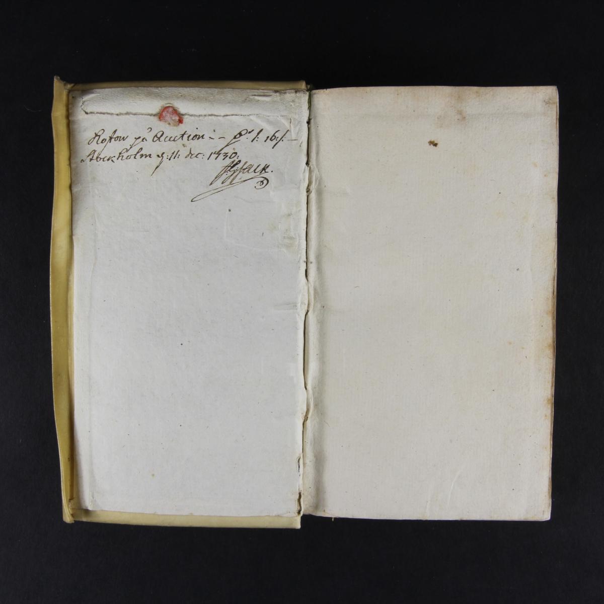 "bok, pergamentband, ""Recueil des maximes veritables et importantes pour l´institution du roy"". Skuret snitt. Anteckning om inköp."
