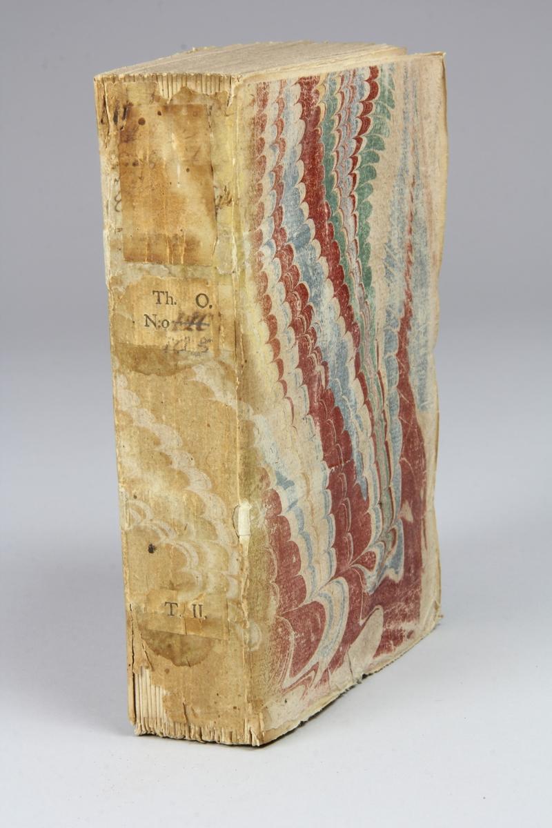 """Bok, pappband, """"Histoire du droit public ecclesiastique francois"""", del 2, tryckt 1737 i London. Pärmar av marmorerat papper, blekt rygg med påklistrade etiketter med titel (oläslig)  och samlingsnummer. Oskuret snitt, ouppskuren."""
