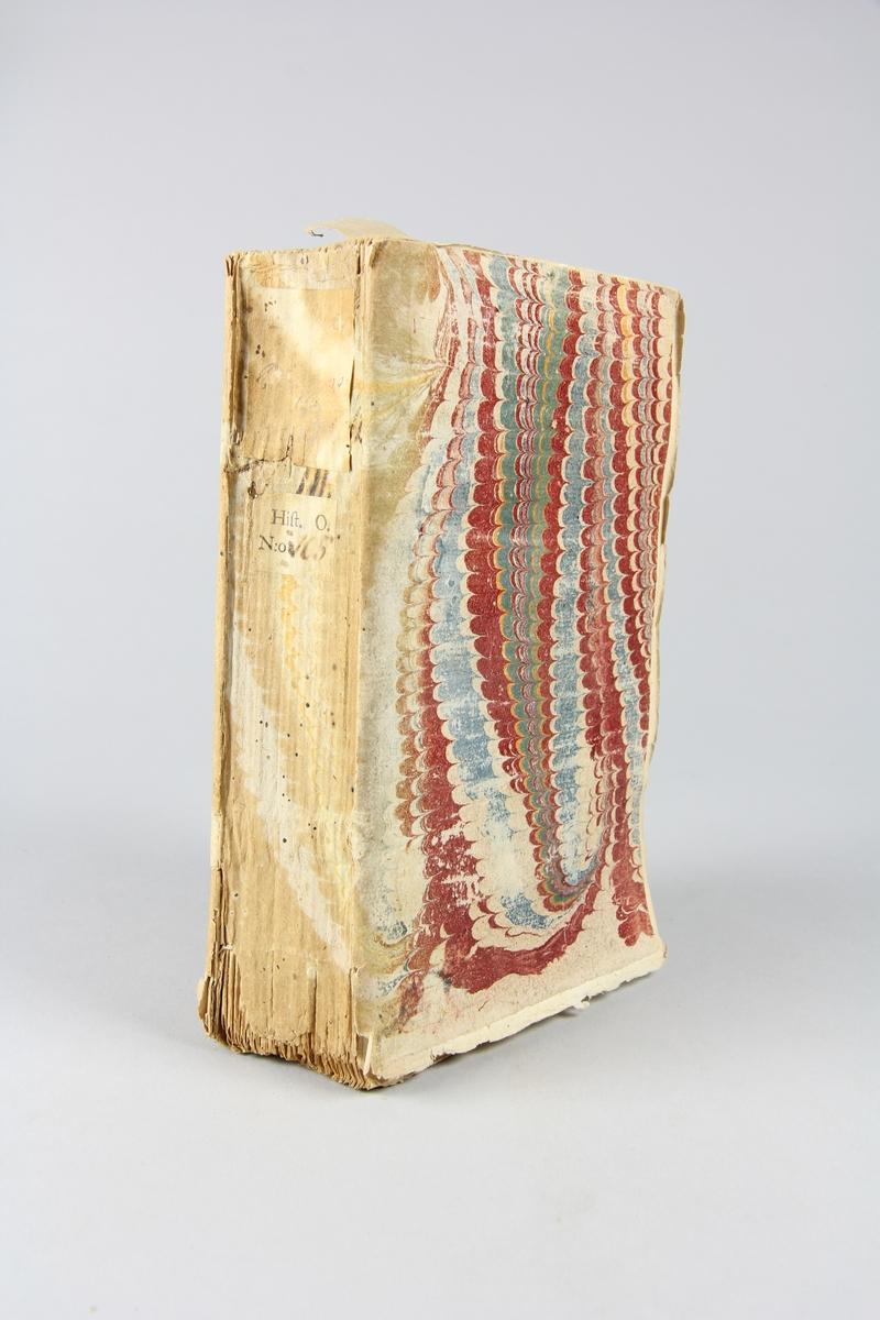 """Bok, häftad, """"La vie de Philippe II, roi d'Espagne"""", del 3, tryckt 1734 i Amsterdam. Pärm av marmorerat papper, oskuret snitt. Blekt rygg med etikett med titel och samlingsnummer."""