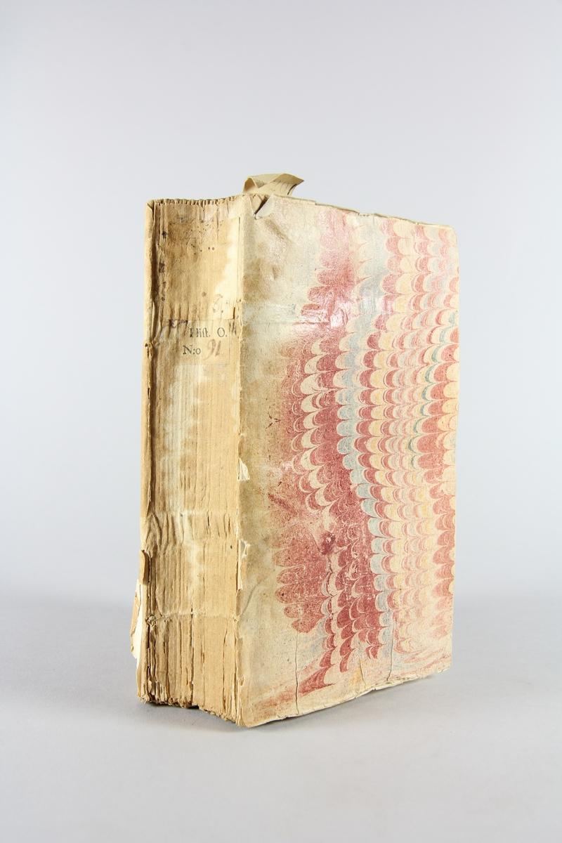 """Bok, pappband, """"Histoire ancienne des egyptiens, des carthaginois, des assyriens, des babyloniens..."""", del 8, tryckt 1735 i Amsterdam. Marmorerade pärmar av papper, blekt rygg med etiketter med bokens titel, närmast utplånad, och samlingsnummer. Oskuret snitt."""
