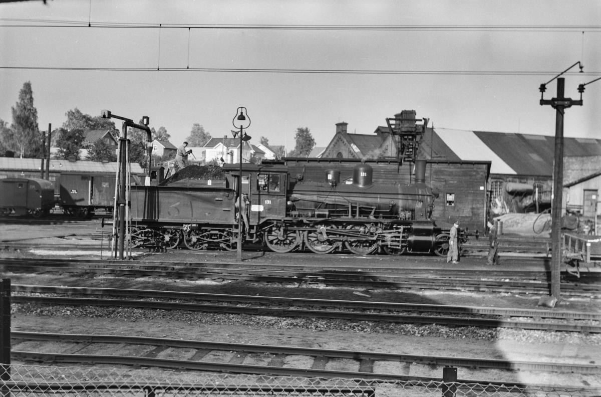 Damplokomotiv type 18c nr. 131 ved lokomotivstallen på Hamar stasjon.