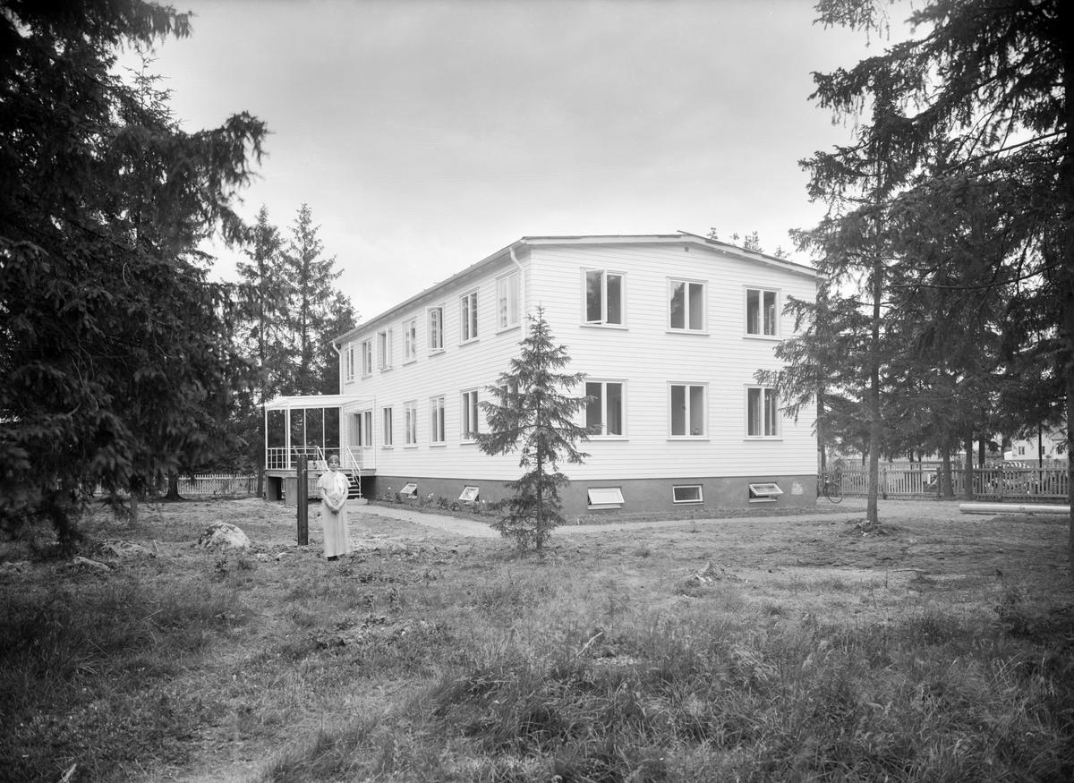 Vy mot Blåklintshemmet i Linköping. Hemmet togs i bruk 1935 som ett konvalescenthem för barn och drevs av Föreningen för Östergötlands Barn (FÖB). Initiativtagare var föreningens ordförande grevinnan Alice Trolle. Hemmet hade plats för 10 barn.