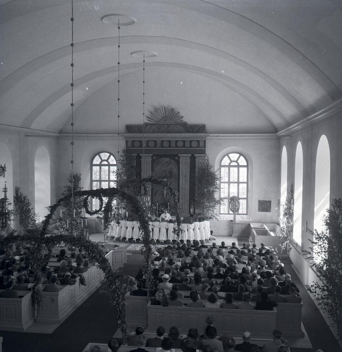 Gudstjänst med konfirmation i Rengsjö kyrka.