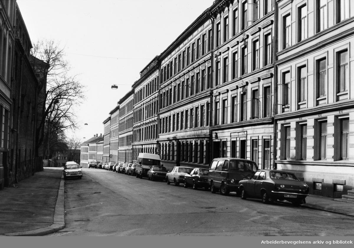 Arups gate. 1982