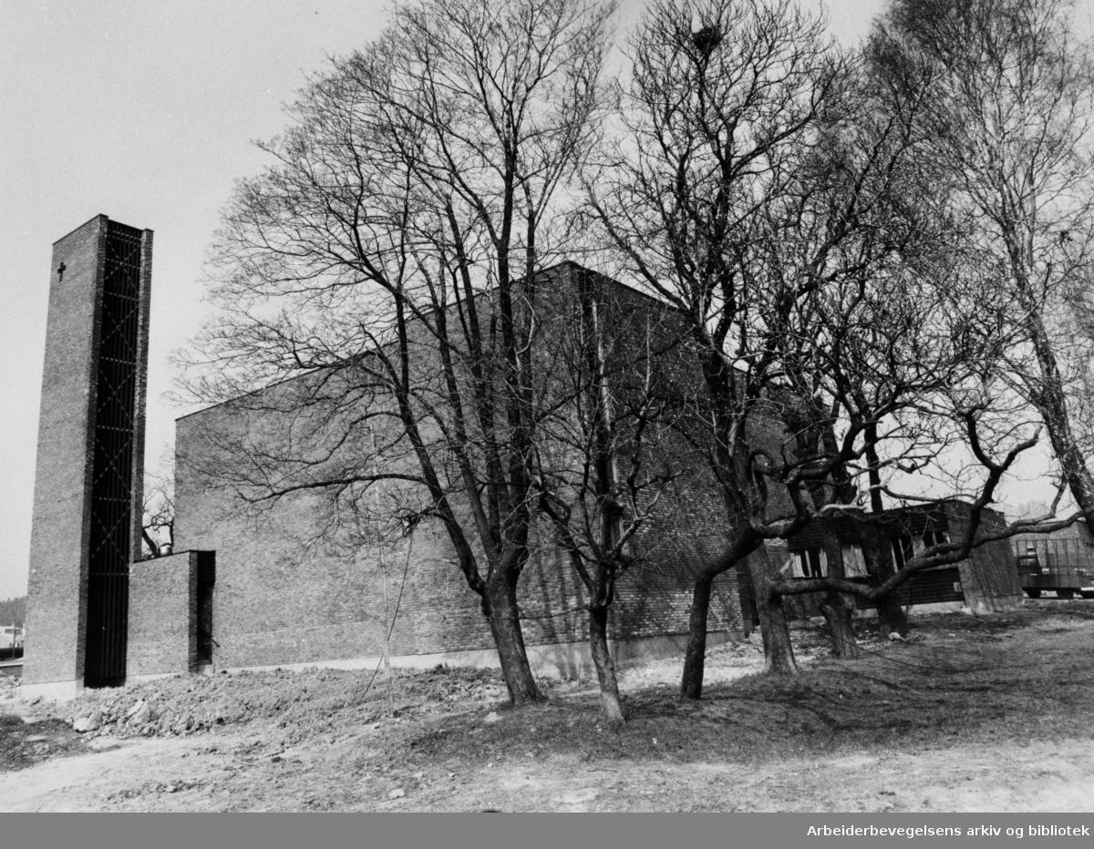Bredtvet kirke. Mai 1977