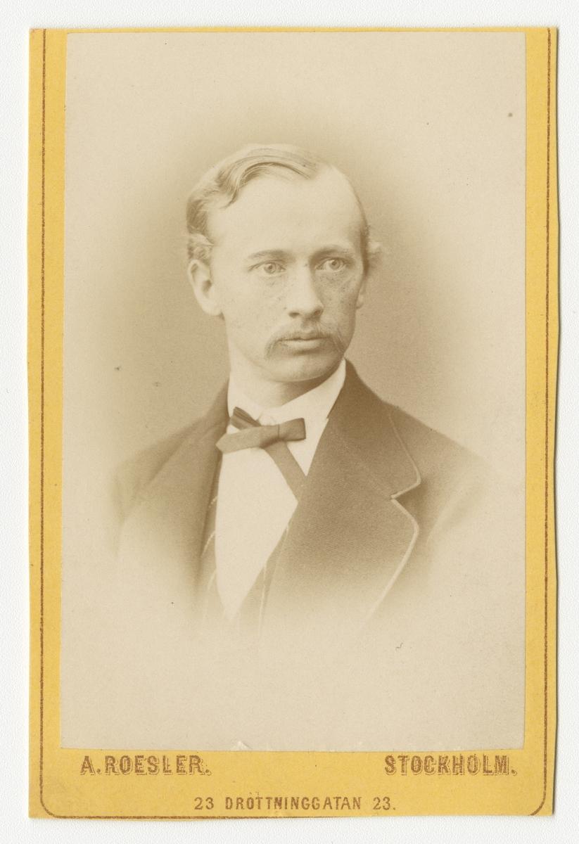 Porträtt av Per Leonard Casselli, officer vid artilleriregemente.