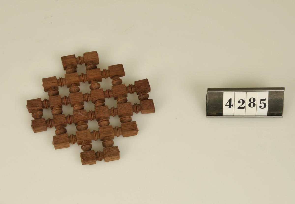 Miniatyrkopia av galler från koptiskt tempel.   Har tillhört de Adelsköldska samlingarna.
