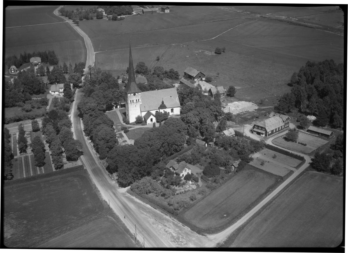 Flygfoto över Romfartuna kyrka, Västerås