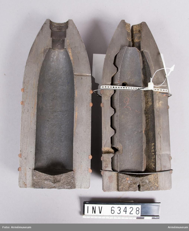Grupp F II.  Granaten är i två halvor Kärnan med släta skiljeväggar. Skjutförsök 1875-76.