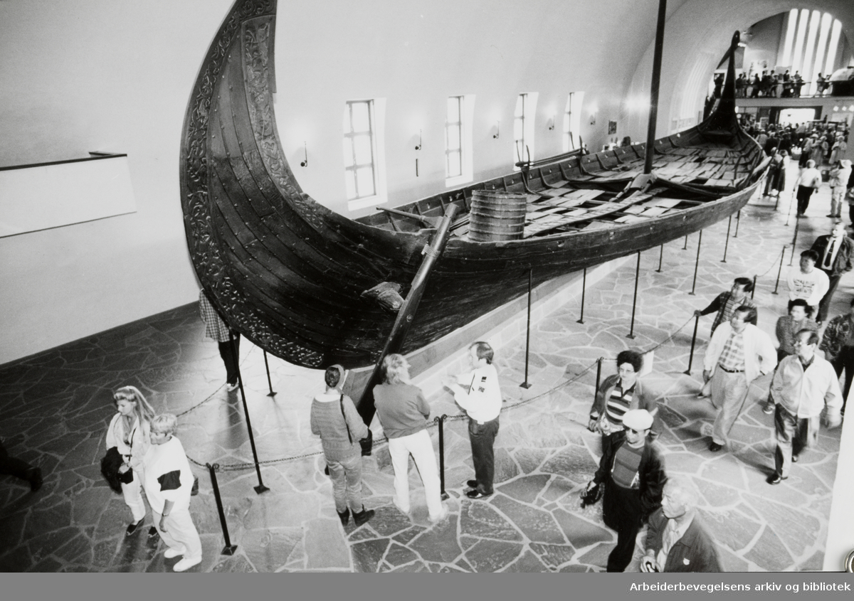 Bygdøy, Vikingskiphuset. Osebergskipet. Juni 1994