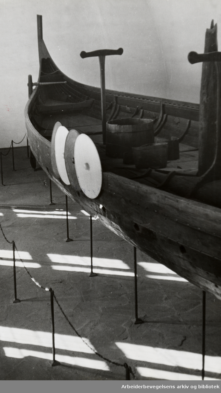 Bygdøy, Vikingskiphuset. Gokstadskipet. 1950