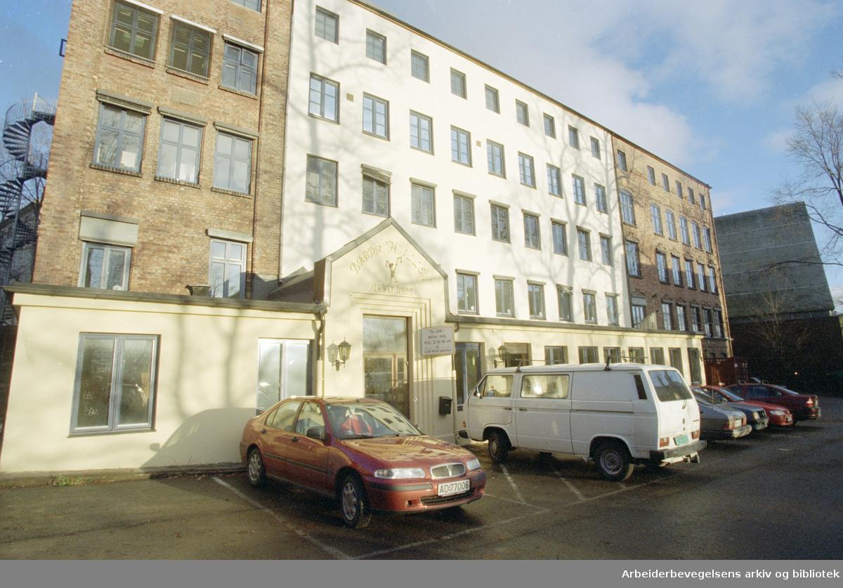 Christian Michelsens gate. Løkken Vennelyst består i dag av kontorer og bingolokale. 5. desember 1996