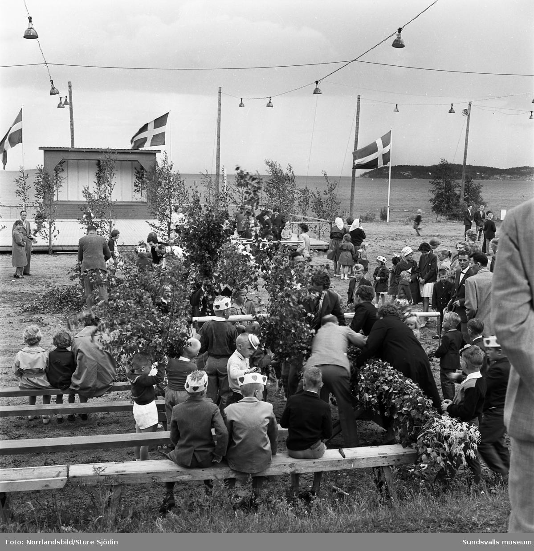 Midsommarfestligheter i Bredsand.