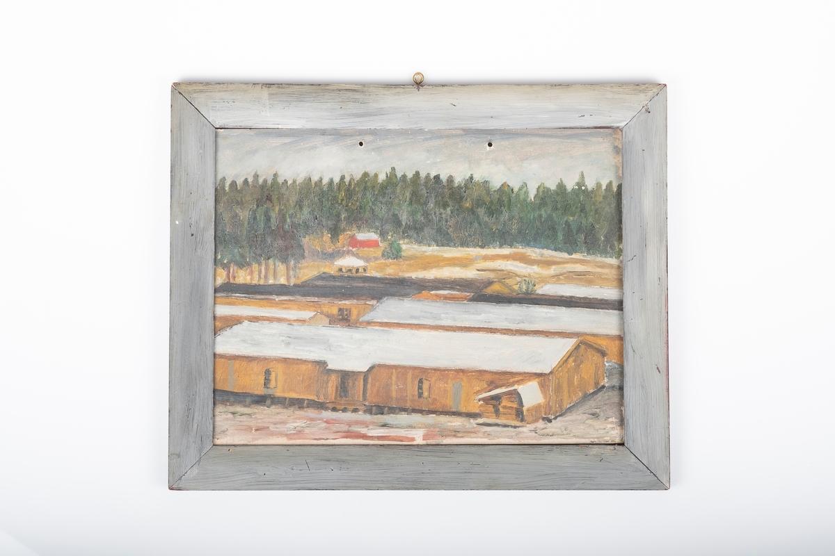 Maleri av fangebrakker foran et flatt landområde, et rødt hus og tett skog.