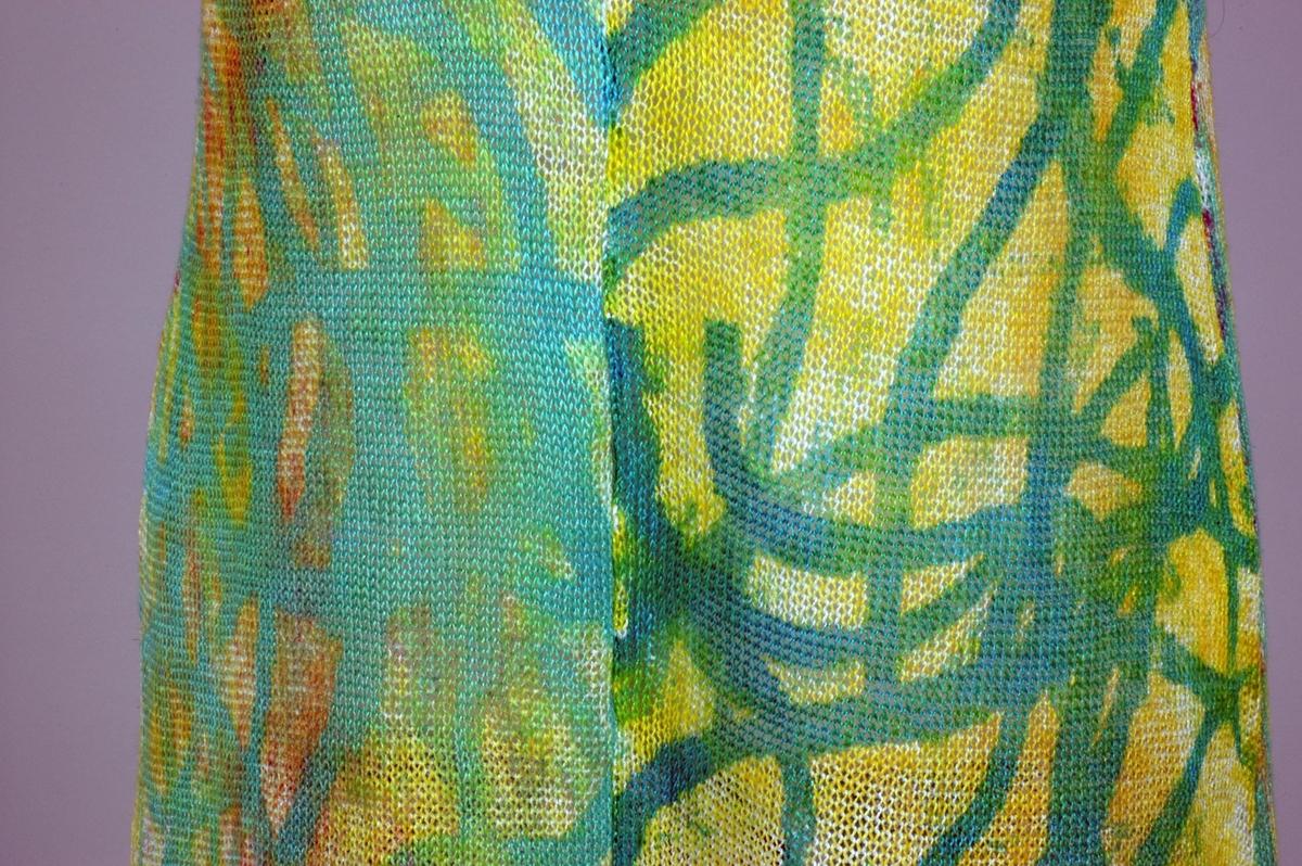 Lang kjole strikket av lin og viskose. Sebere mønstertrykket. Kjolen er inspirert av lamper fra Tiffany i New York.