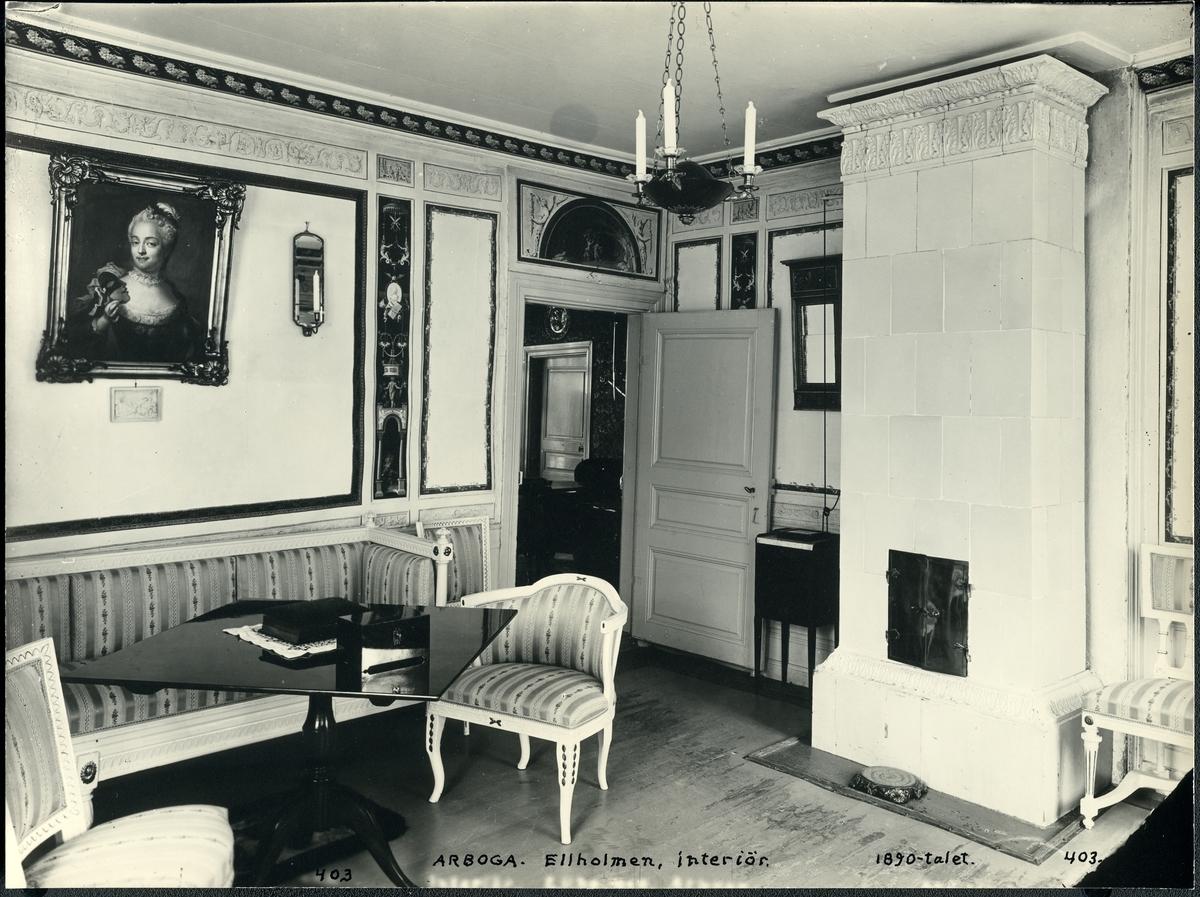 Arboga sn, Älholmen. Interiör från Älholmen (Ellholmen), 1890-tal. Möblemang med kakelugn m.m.