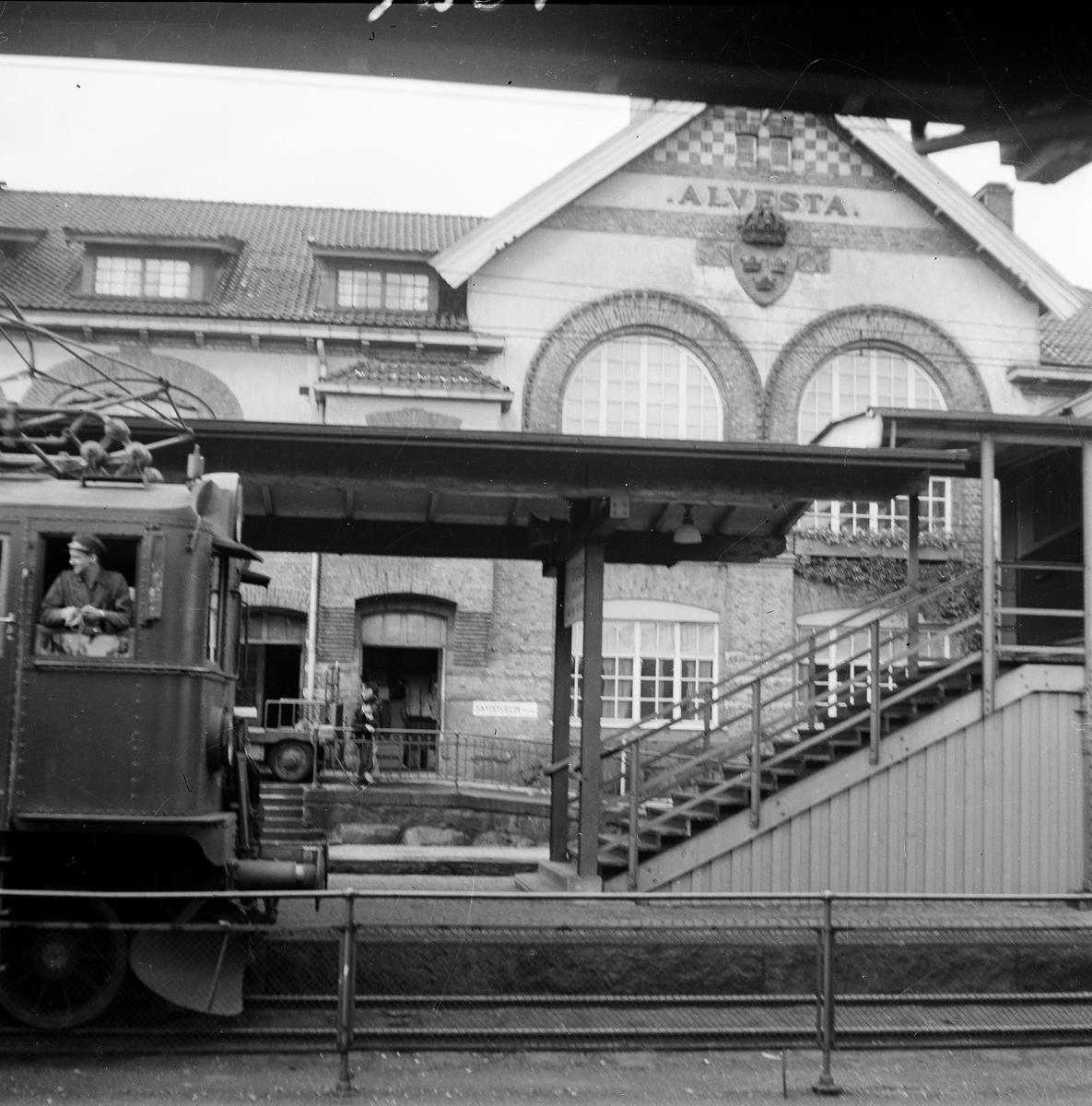 Alvesta järnvägsstation. På spåret står ett D-lok.