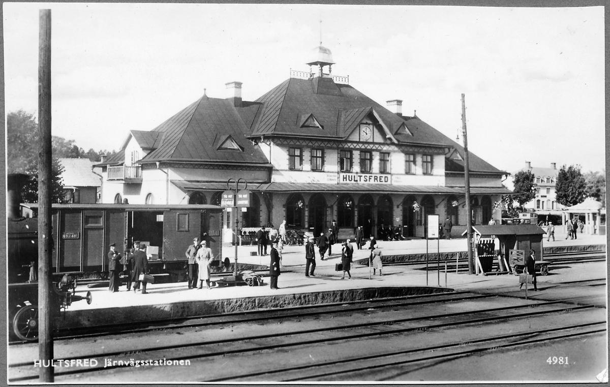 Hultsfred järnvägsstation, viktig knutpunkt för järnvägen och smalspåret. Godsvagn, Nässjö - Oskarshamns Järnväg, NOJ G 481.