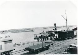 Sunnanå hamn vid Vänern. Omstigning mellan tåg och båt. Ångb