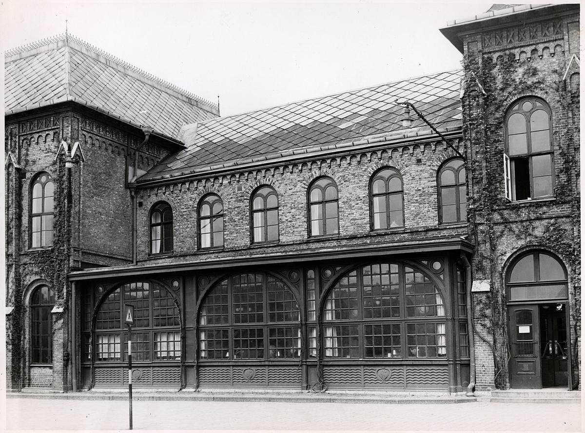 Göteborg s centralstation. Äldre fönsterparti mot Drottningtorget, ändrat våren 1946 enligt ritning. Bbr. E. 21838
