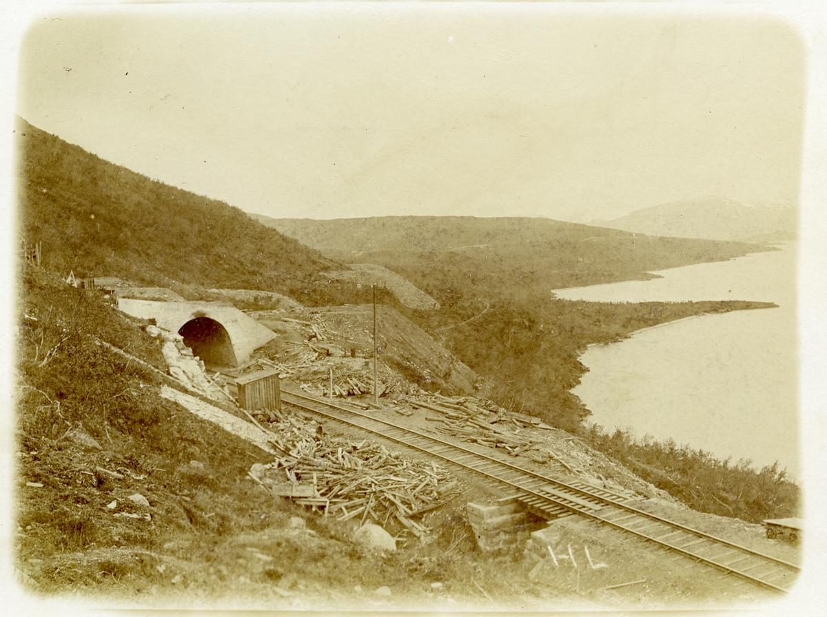 Nuoljatunneln, södra ändan förlängd med betongtak.