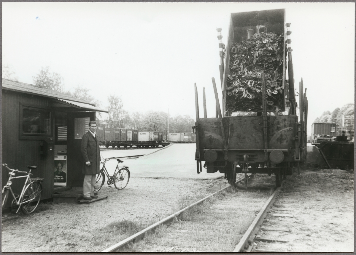 Skrotlastning vid kajen med vagnupptagare Kurt Felldin.
