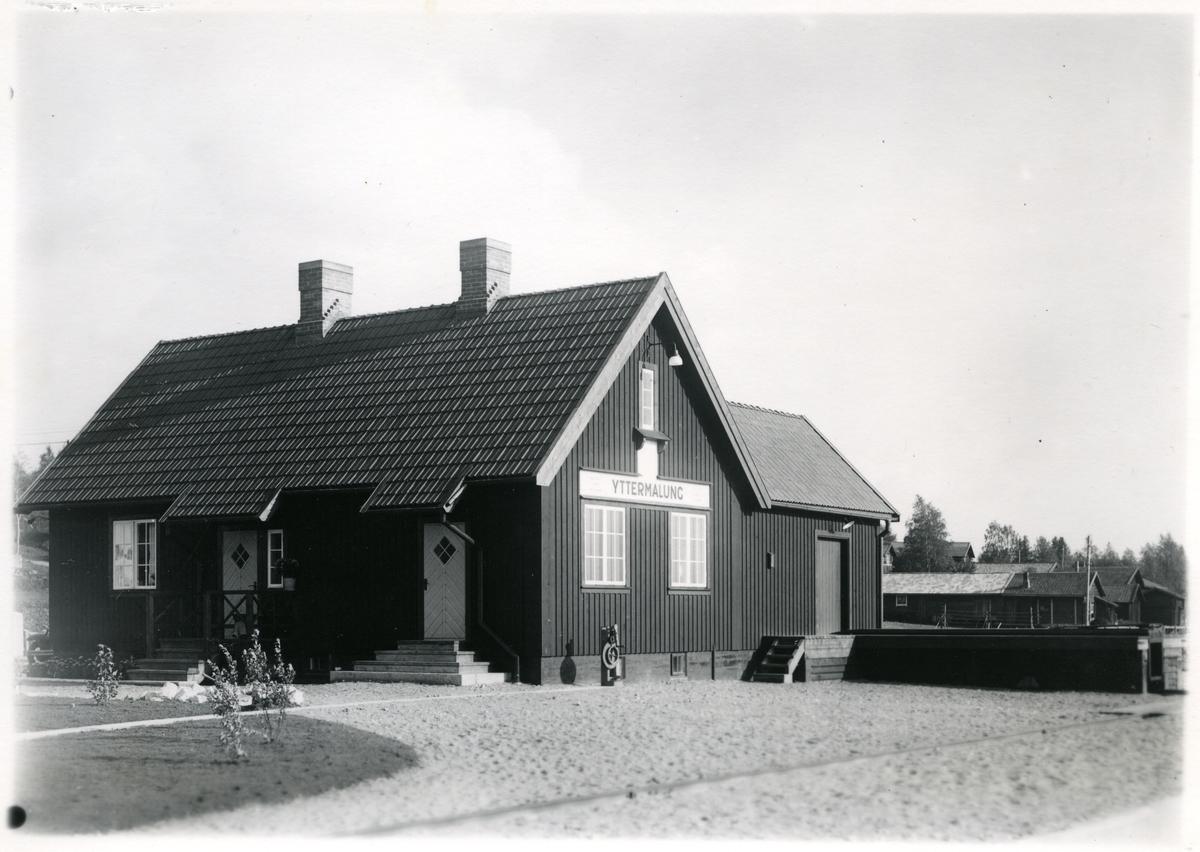 Statsbanan Malun - Vansbro. Yttermalungs stationsstuga den 1934-09-05. Hållplats och mötesplats.