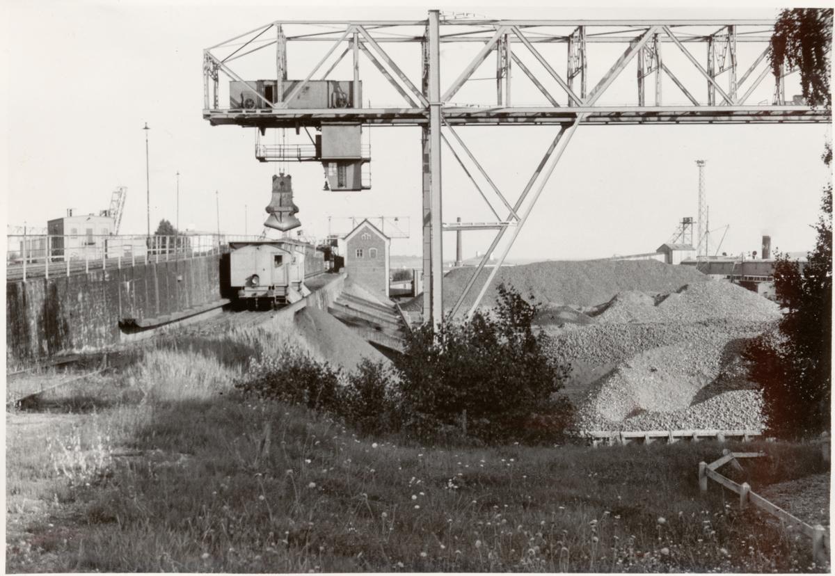 Hamnen där man lastar och lossar. Stationen öppnad 1877 01 01.