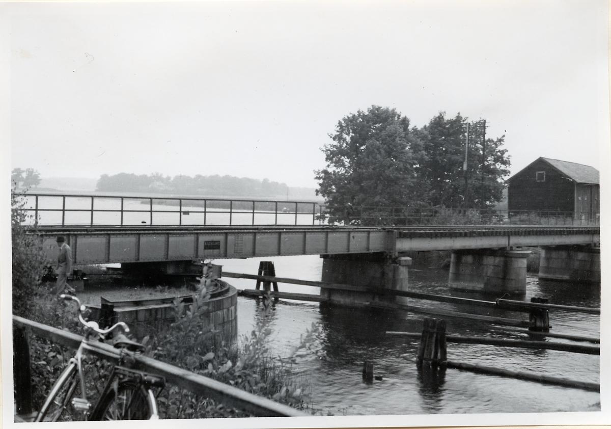 Strömsholm, järnvägsbron över Borgå sund söder om Strömsholm på linjen mellan Kolbäck och  Rekane.