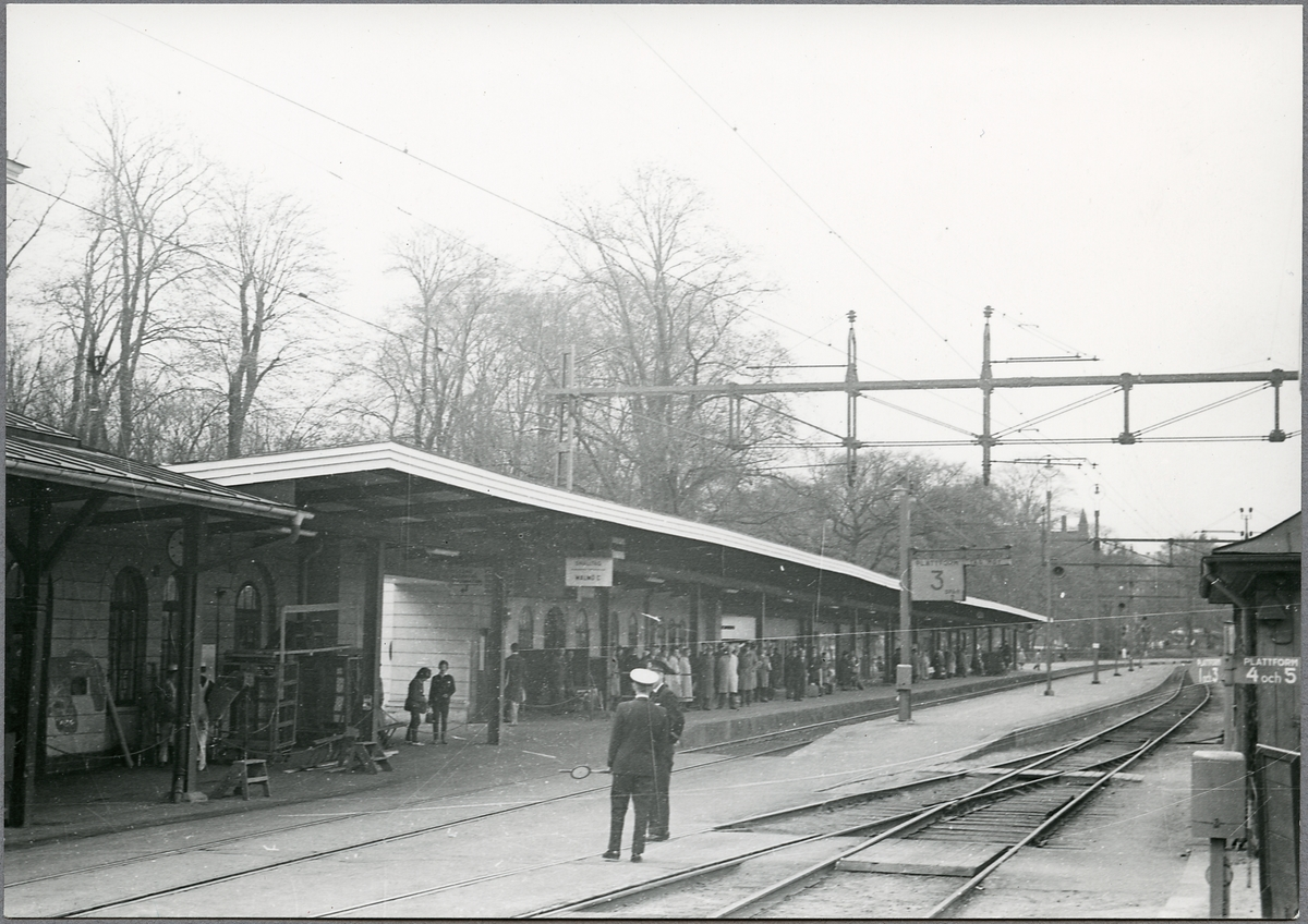 Resande och personal vid Norrköping C.