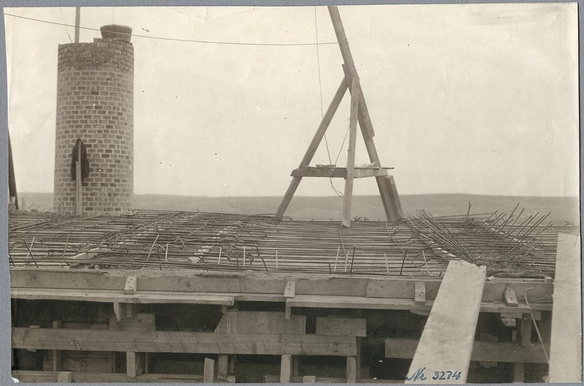 Armeringsjärnen i taket i nya lokstallet i Östersund.