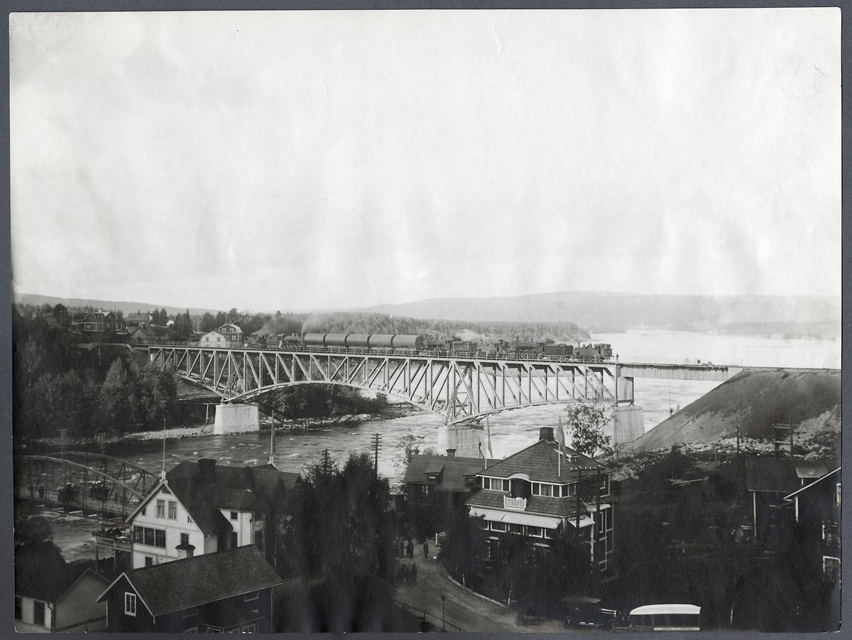 Provbelastning av bro över Indalsälven vid Bergeforsen.