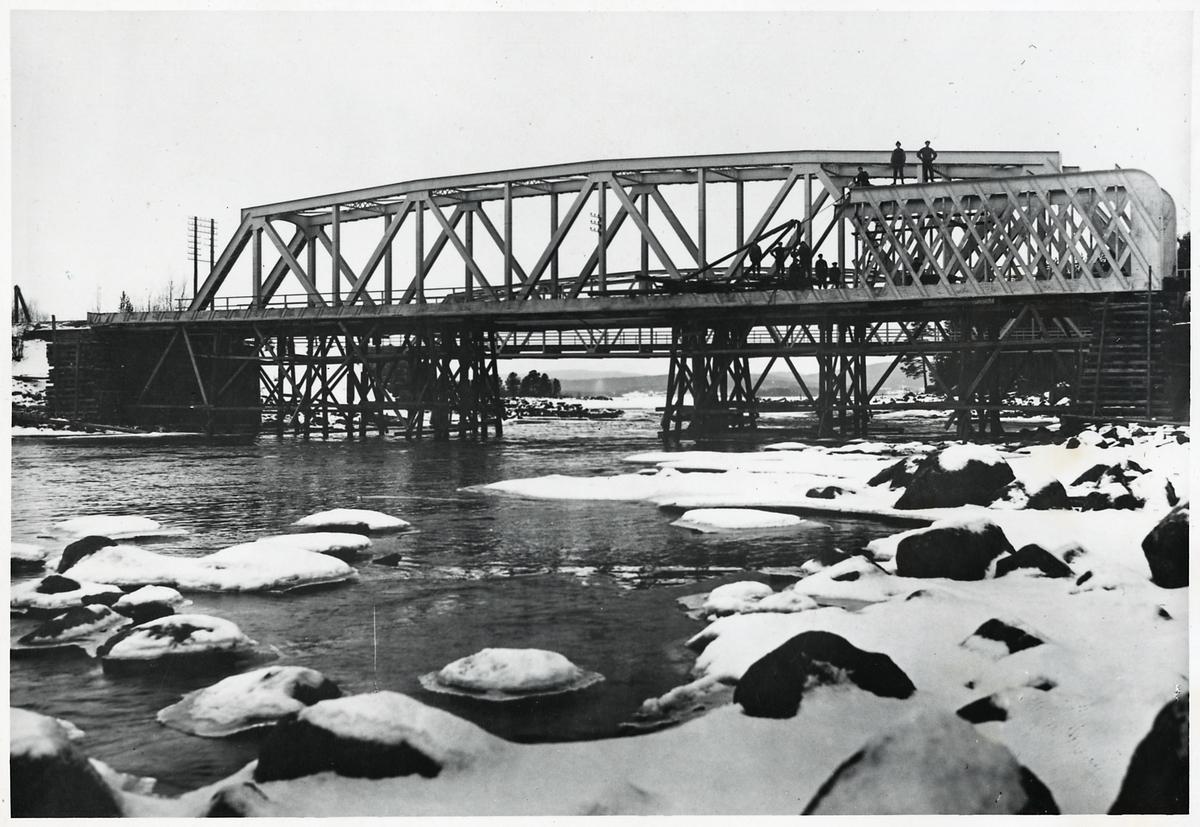 Bro över Ljungan vid Erikslund.
