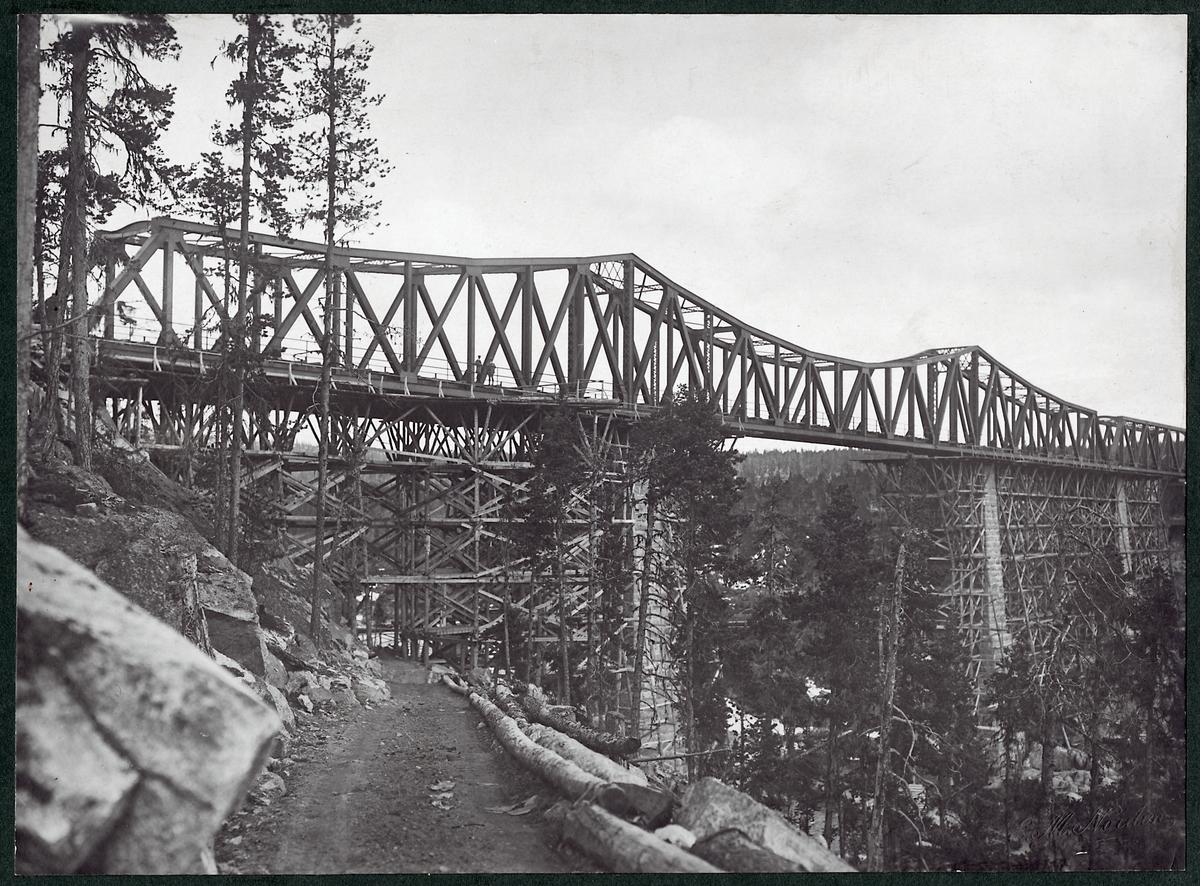Bron över Stora Lule älv längs Inlandsbanan under byggnationen.